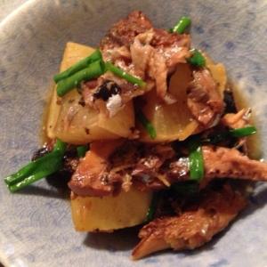 冷凍大根とさんま蒲焼の煮物