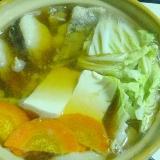 土鍋で簡単♪グツグツ♪タラと白菜と豆腐の一人寄せ鍋