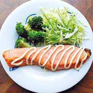 鮭のマヨ焼きキャベツブロッコリー添え