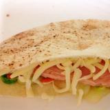 ハムとチーズと野菜のピタサンド