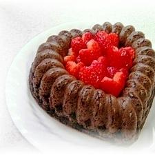 ハートのいちごのココアアーモンドケーキ