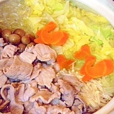昆布茶と魚醤で旨みUP♪シンプルな豚白菜鍋