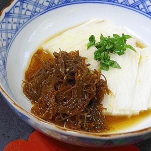 ピリッと辛い☆ 「生もずくと長芋の酢の物」