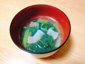 小松菜とベーコンとねぎの中華スープ