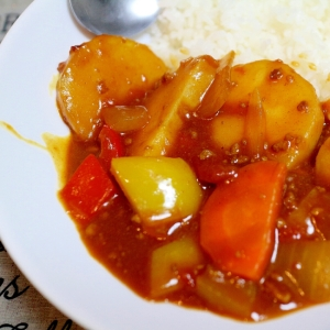ごろごろサツマイモのトマトカレー