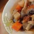 イワシのつみれと絹揚げと根菜の煮物。