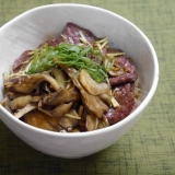生姜ご飯の✩きのこ&牛ステーキ丼