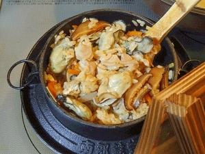 ふっくら仕上げのコツ☆ 「牡蠣の五目釜飯」