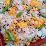 鮭と炒り卵の混ぜご飯