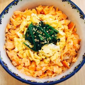 3色丼(鮭・卵・ほうれん草)