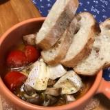 カマンベールチーズ、ミニトマトのアヒージョ