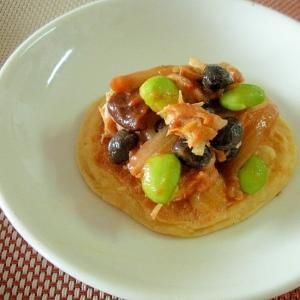 枝豆と黒豆のピリ辛ツナケチャ炒め&大豆粉パンケ♪