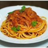 ローマの郷土料理アマトリチャーナのブカティーニ