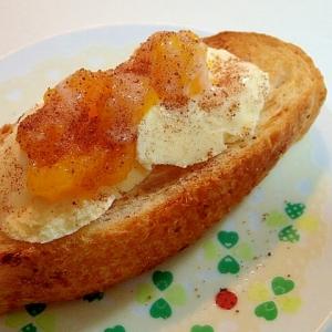 バニラアイスとマンゴージャムのフランスパン