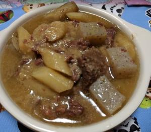圧力鍋でとろけるほど柔らかい牛すじとごぼうの味噌煮