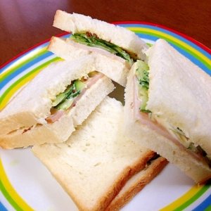 ハム塩もみきゅうりのサンドイッチ