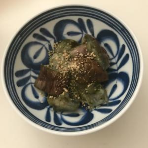 レンジで簡単、白菜とナスの煮浸し風。ゴマをまとい。