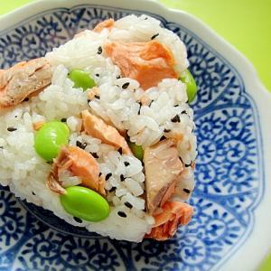 鮭と茶豆ごま塩のおにぎり