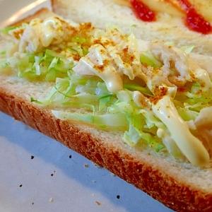 カレー/マヨで キャベツとサラダチキンのトースト