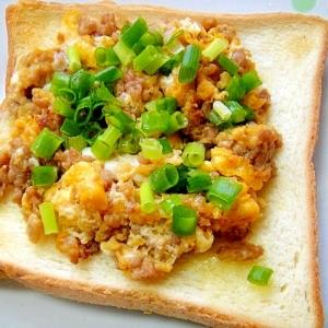 そぼろ炒り卵のトースト
