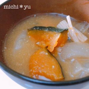 ごま香♪いつもと違う風味 かぼちゃと玉ねぎの味噌汁