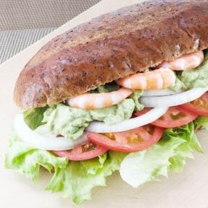 アボガドとえびのサンドイッチ