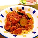 ズッキーニとかたまりミートのトマトパスタ