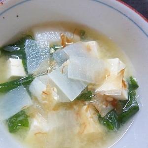 大根とワカメと豆腐の味噌汁