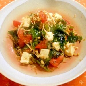 わかめ・エノキ・トマト・豆腐のワサビおかか和え