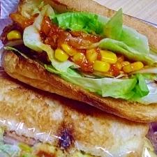 チキントマト煮のサンドイッチ