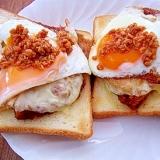 目玉焼き&チーズチキンカツのせトースト★