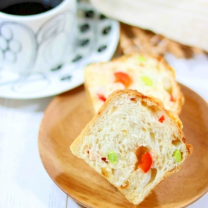 玉ねぎとパプリカ、枝豆のパン。