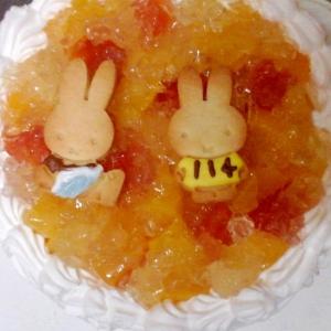缶詰フルーツのデコレーションケーキ