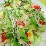 アボカドとお豆スプラウトの和風サラダ