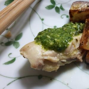 鶏肉とラディッシュのソテージェノベーゼソース添え