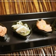 お餅とお正月用の余った具材で簡単、餅寿司
