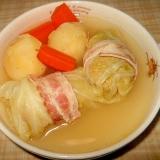 ロールキャベツとじゃが芋、人参のコンソメスープ