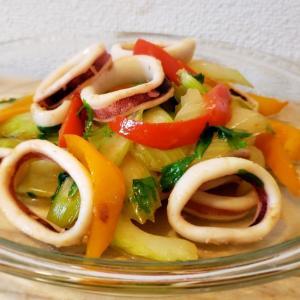 【独居自炊】イカとセロリとパプリカの炒めもの