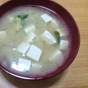 味噌汁(白菜、豆腐、わかめ)