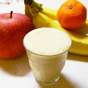 蜜柑&林檎、バナナのミックスジュース