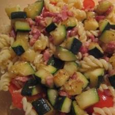 プチトマトとズッキーニのパスタサラダ