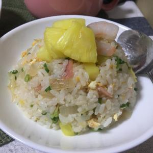 東南アジア風味!パイナップルエビチャーハン