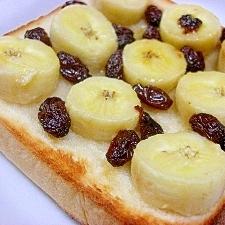 バナナとはちみつとラムレーズンのトースト