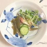 胡瓜、茗荷、貝割れ、茎わかめの梅酢和え