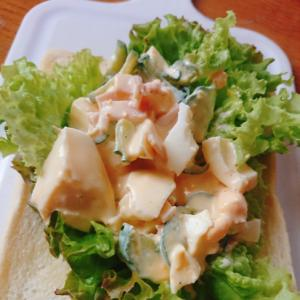 玉子サラダでオープンサンド