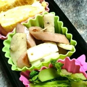 お弁当に☆長芋と魚肉ソーセージのマヨペッパー炒め
