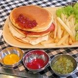 パンケーキ簡単アレンジ★Mック風メープルバーガー♪