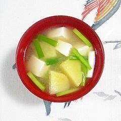 塩とうふと旬彩葱のお味噌汁