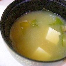 しめじと豆腐とわかめのお味噌汁
