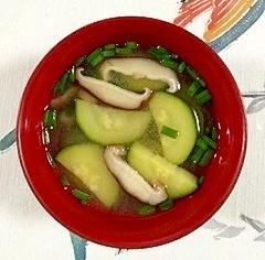 ズッキーニと椎茸のお味噌汁